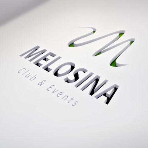 Logo Buchstabe M Schlange